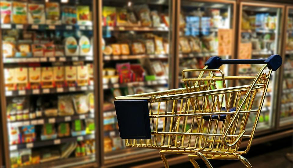 upadek w supermarkecie